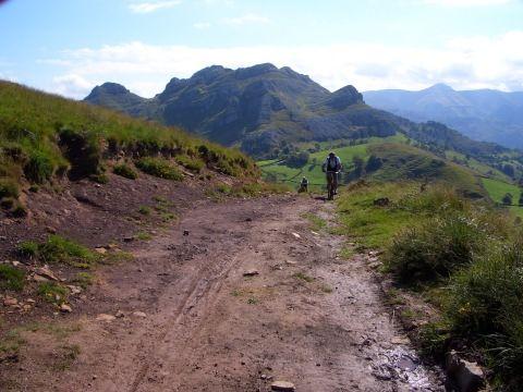 Ruta de Bicicleta de  Montaña en San Roque de Riomiera, Cantabria http://alberguealtomiera.wordpress.com  https://www.facebook.com/agroturismoaltomiera #albergue #alberguealtomiera #cantabria #travel #spain +34 616245761