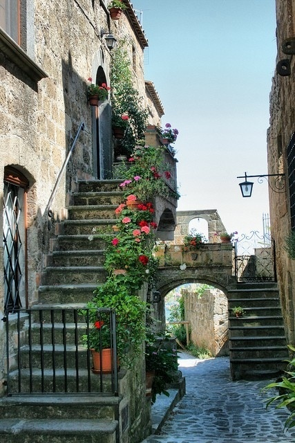 Montisi, Tuscany sarroth28Old Buildings, Buckets Lists, Dreams Vacations, Container Flower, Toscana Italy, Tuscany Italy, Places, Vintage Travel, Outdoor Stairs
