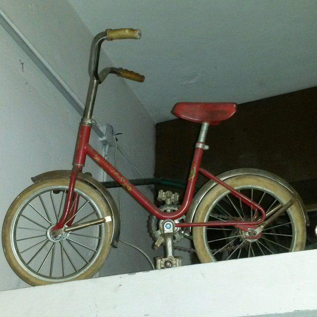 [60€] Bici da bambino anni 50, bellissima senza freni a scatto fisso con ruote piene - Marca non leggibile.  #magazzino76 #viapadova76 #milano #vintage #modernariato #antiquariato #design #industrialdesign #furniture #mobili #modernfurniture #design #oggettistica #pezzirari #arredo #arredodesign #stampe #quadri #bici #bicibambino #anni50