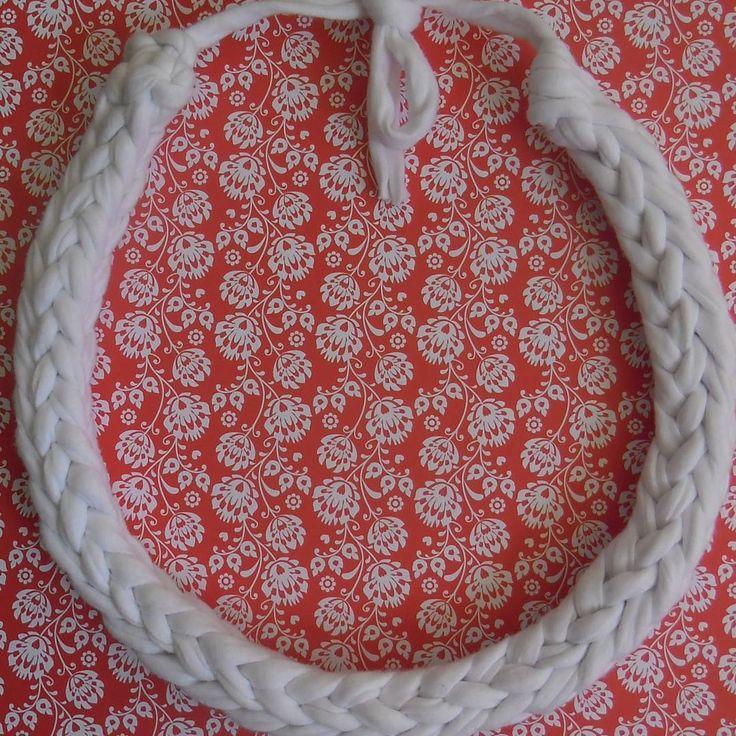 Tym razem na biało klasycznie #necklace #handmadenecklace  #cottonyarn #bobbiny #GawraStefana