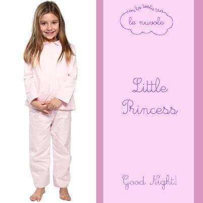 La nostra #piccolaprincipessa sceglie il modello Beatrice! #Pigiama in morbida flanella di cotone in una elegante fantasia a quadri bianchi e rosa. #Goodnight #littleprincess! #conlatestatralenuvole
