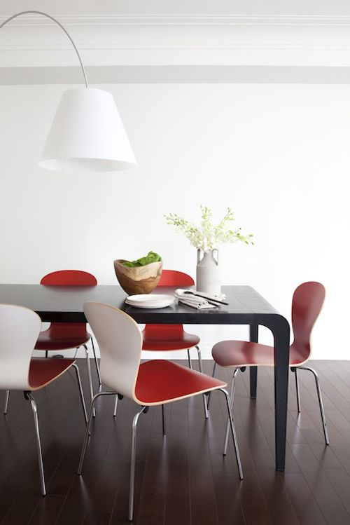 Black Floors & Red Seats: Red Dining, Discreet Colorpop, Dining Rooms Chairs, Pop Of Color, Interiors Design, Red Chairs, Red Seats, Red Interiors, Chairs Design