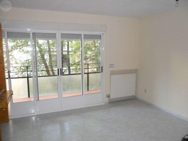 Comprar piso barato madrid piso en calle calahorra for Alquiler pisos valdezarza