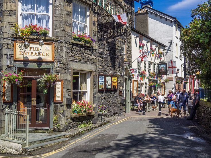 Bowness-on-Windermere on a Sunny Day on a quiet back street with pubs & nice tea shop. Bobrad