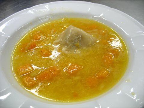 Ricetta Zuppa di porri e zucca con raviolone ai porcini