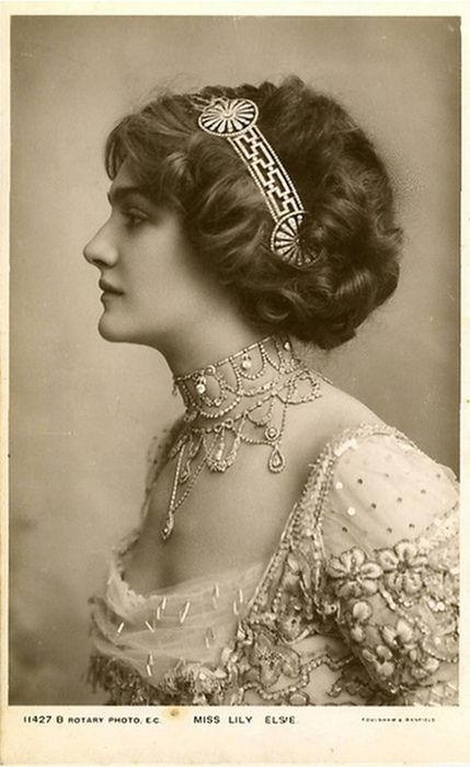 Edwardian actress and singer, Lily Elsie.  Look at that gorgeous necklace… sigh. I love the headpiece, too.
