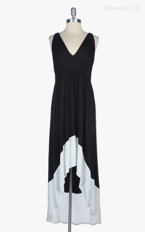 Robe high-low noire et blanche Disponible en tailles 1x et 3x Black and white high-low dress Available in sizes 1x and 3x
