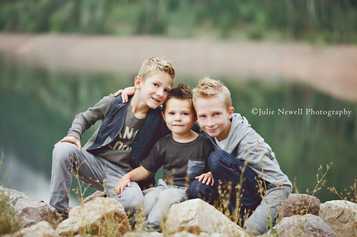 Chicago Children's Photography three brothers brotherly love
