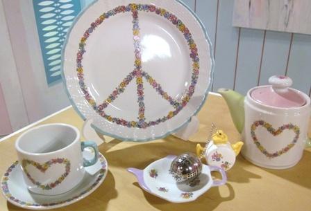 Pintura sobre porcelana  Cecil Somosa  http://www.manosalaobra.tv/