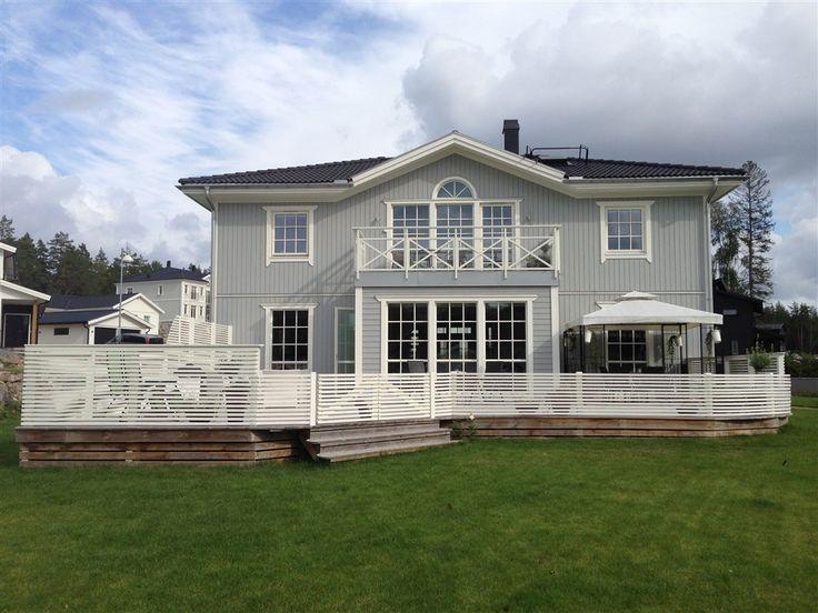 Välkommen till denna gedigna och vackra familjevilla uppförd 2011 med genomgående hög standard i mycket bra läge i Trädgårdsstaden, Täby Kyrkby. Huset...