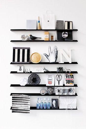 雑貨屋さんをイメージして。  リビングに取り付けた飾り棚にジャンルを問わずオシャレなものを飾って、ディスプレイスペースのように。