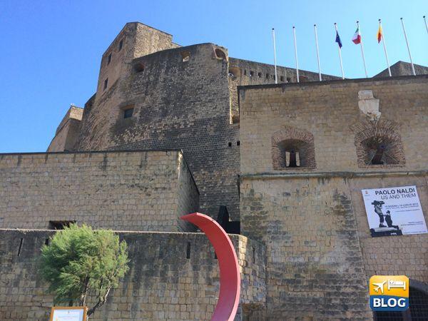 Facciata principale del castello