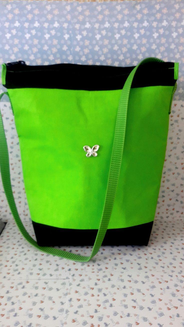Los siguientes bolsos han sido elaborados en tela Cambrel (tela quirurgica o tela no tejida). These bags are made of non-woven fabric.
