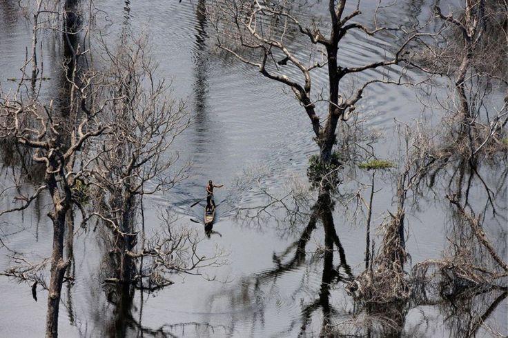 Fisherman on Imboulou dam, Congo