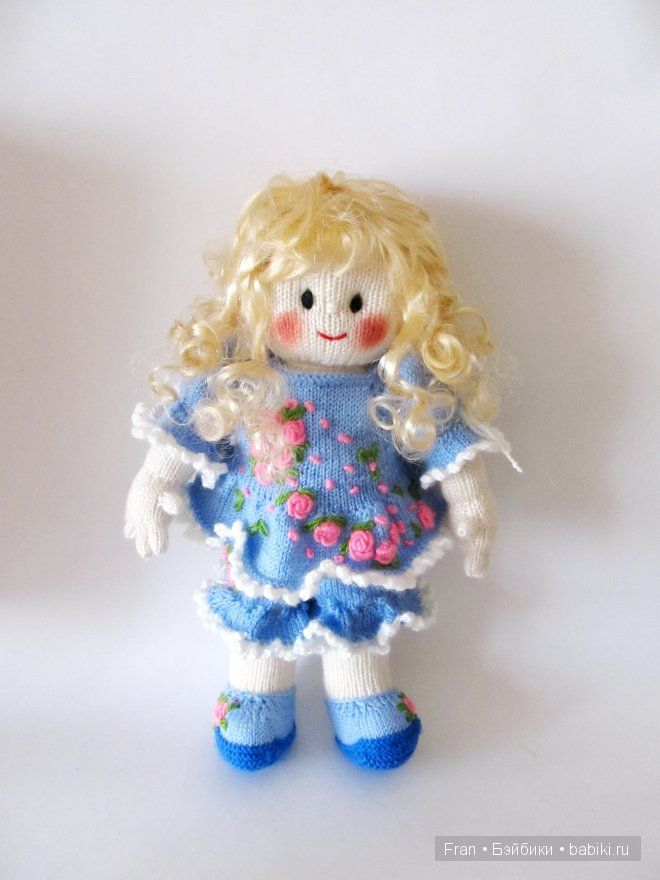 Здравствуйте дорогие жители и гости Бебиков! Хочу представить Вашему вниманию еще один МК по вязанию комплекта с вышивкой на куклу