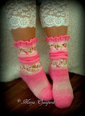 Ohje kuvan sukkiin löytyy Facebookista omalta sivultani .   Oman kirjani julkaisua odotellessa neulon uusia sukkia ja uusia malleja. Kaikk...