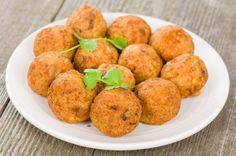 La ricetta di buonissime crocchette veg e senza glutine a base di quinoa e ceci. Provate anche la variante con le patate: irresistibile!