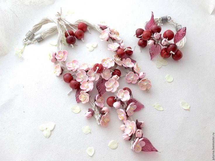 """Купить Цветочный комплект украшений колье браслет серьги """"Вишня в цвету"""" - бледно-розовый, сакура"""