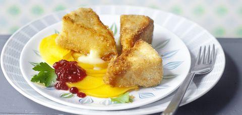 Gebratener Camembert auf Pfirsichcarpaccio