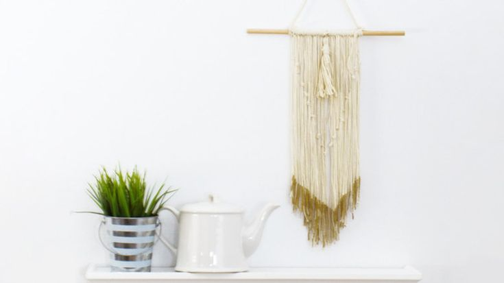 Make this woven wall hanging to bring boho vibes to any room in your home | Woven wall hanging, DIY wall hanging, boho wall hanging, bohemian home decor, boho accents, bohemian DIYs, how to make a wall hanging, home decor, DIY home decor, homemade wall hanging, yarn DIYs