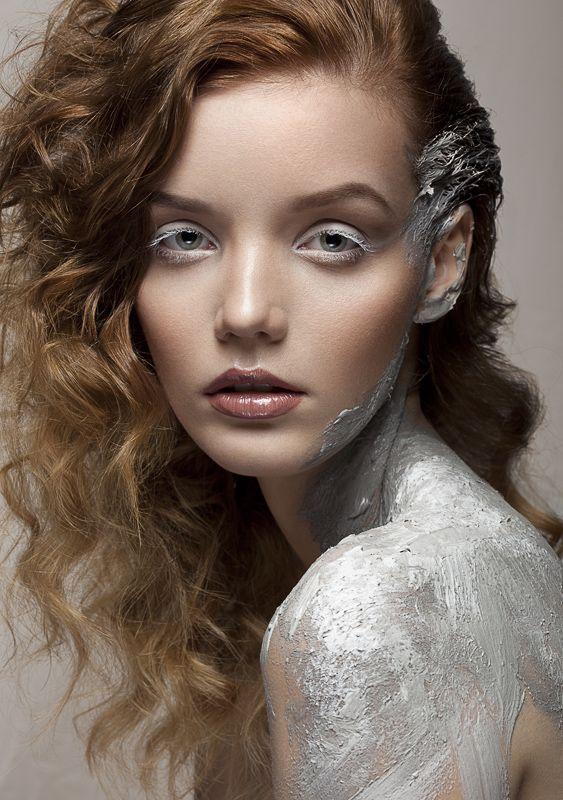 WHISPER ME / DARK BEAUTY, NO. 26  Photos: Weronika Kosińska Makeup: Lucyna Rossa Make Up Model: Paulina Szczepkowska Retouch: Dawid Żądło / Kreski Corp.