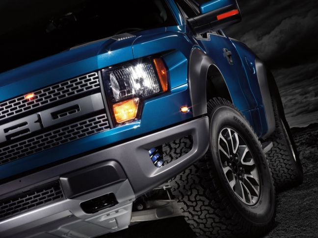 2012-Ford-F-150-SVT-Raptor-005