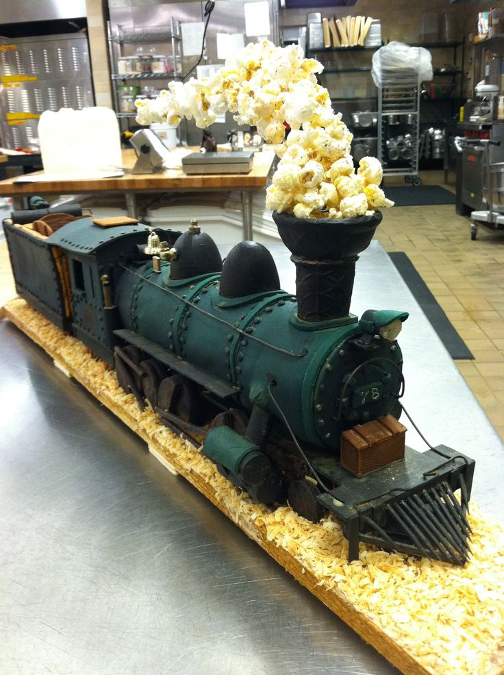 Train Engine Cake Images : 25+ best ideas about Train Cakes on Pinterest Train ...