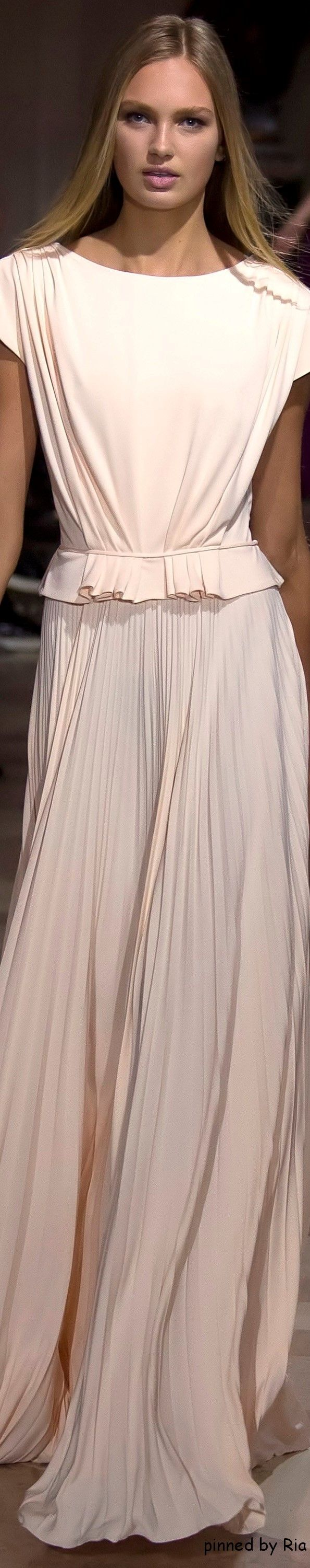 Carolina Herrera Fall 2016 RTW l Ria women fashion outfit clothing style apparel @roressclothes closet ideas
