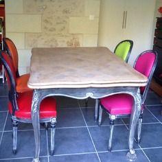 Ensemble table et 4 chaises medaillon colorées
