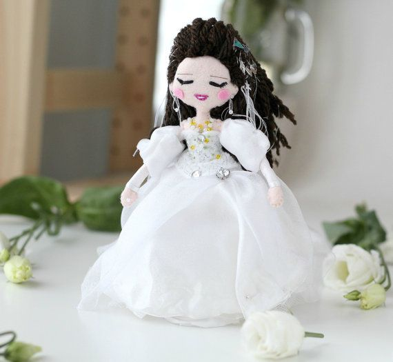 Sarah from Labyrinth movie art doll. The ball scene outfit.