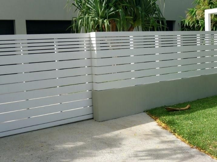 White Fence With Thick And Thin Panels 160 Per Metre Modern Concrete Wall Fence Design Modern Concrete B Privacy Fence Designs Modern Fence Design Fence Design