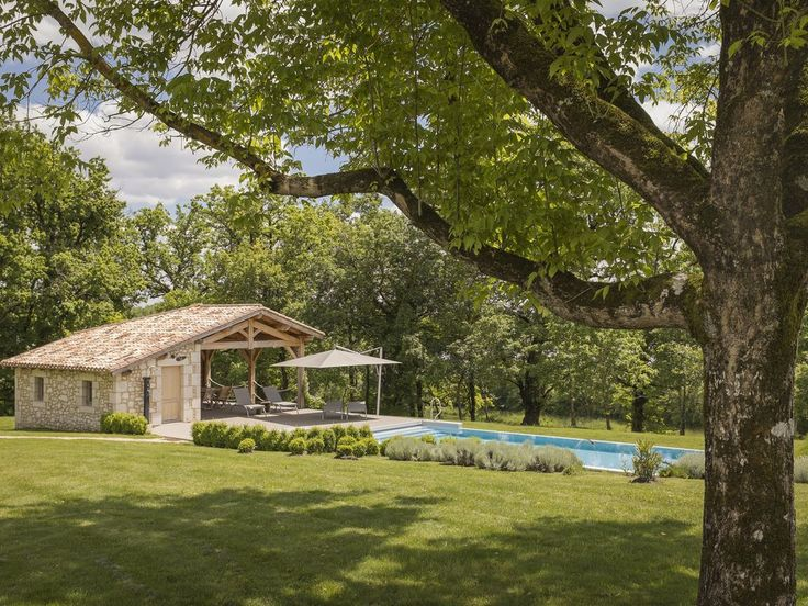 Location vacances gîte Monmarvès: la piscine est chauffée et équipée d'un volet de sécurité