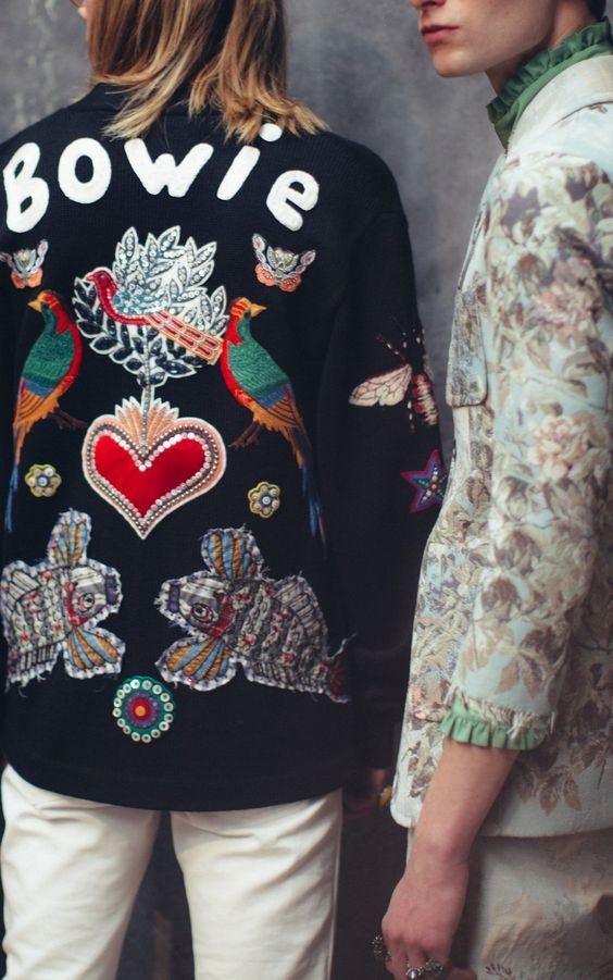 A gorgeous David Bowie-inspired embellished jacket! | Una bella giacca con le applicazioni, inspirata a David Bowie