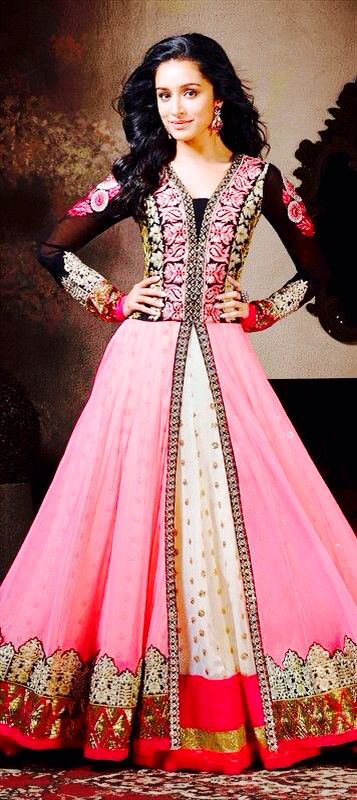Shraddha Kapoor I like her dress