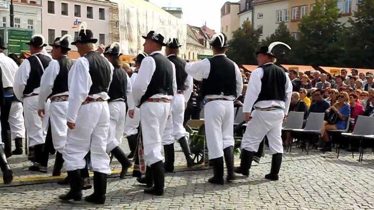 SLAVNOSTI VÍNA UH. HRADIŠTĚ - 2. část průvodu Uh. Hradiště + Kunovice (w...