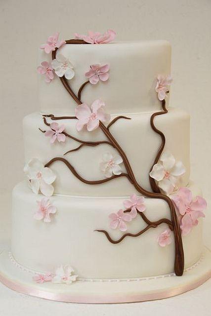 v 3-stöckige Hochzeitstorte Kirschblüten