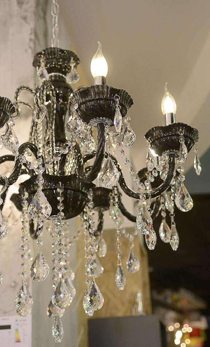 8-flammiger Kristall-Lüster Gracia | Kristallglas Schwarz | mit klaren Kristallanhänger #Kronleuchter #Pendelleuchte #pinoftheday #home #Licht #Beleuchtung #livingroom #ideas