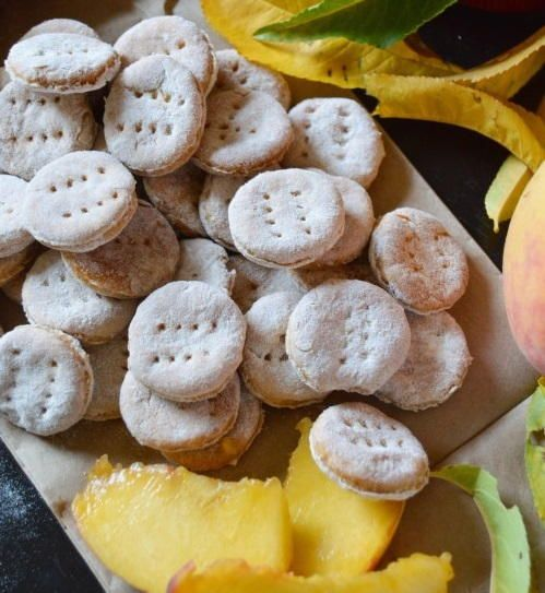 Peach Dog Treat Recipe | This homemade dog treat recipe is a sweet delight your furry friend is sure to love!