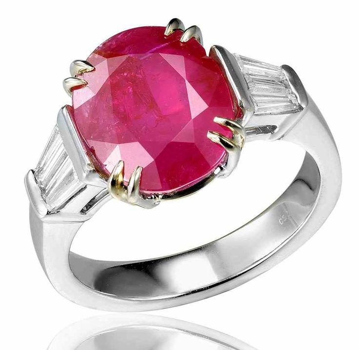Un rubis birman non traité pesant 5,71 carats. Certificat SSEF / A 5.71 carats Burma ruby non treated. SSEF certificate