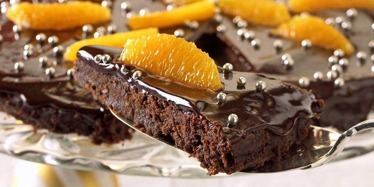Kan det bli bedre? La deg friste av denne mektige, franske sjokoladekaken. Dessert eller kaffekake? Ja takk, begge deler!