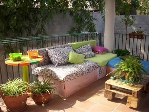 How to Decorate Your Pallet Couch? | Pallets Designs
