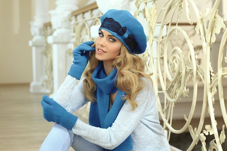 Odważniejszym klientkom, lubiącym wyraziste kolory polecamy turkusowy beret z koronkowym wykończeniem.   Model: Emanuela (turkus)