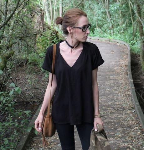 Un look en toute simplicité pour @mellelunettes avec ce T-shirt col V à 10€ chez BABOU
