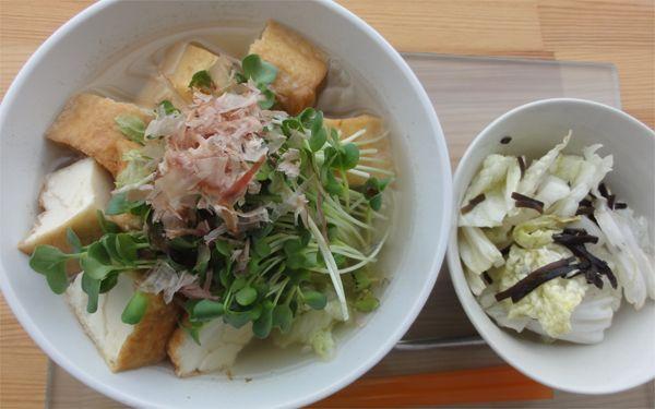 たっぷり野菜とほくほく厚揚げです(^q^)かいわれとかつおぶしをトッピングしてみました!!