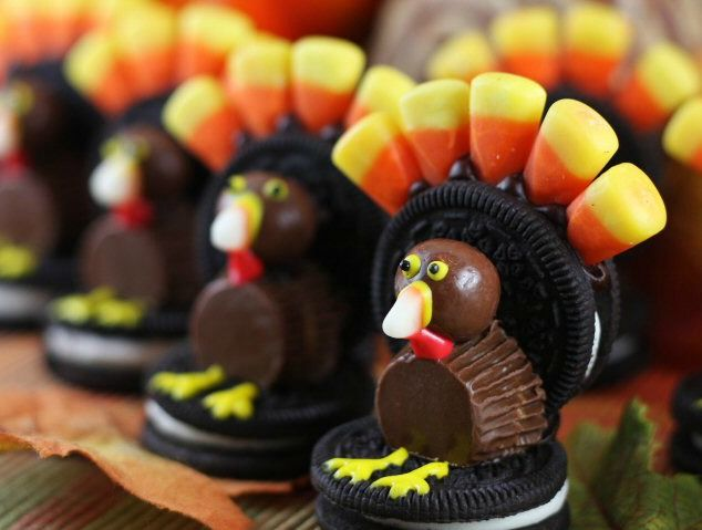 Thanksgiving Oreo Turkey & 10 other clever Thanksgiving snacks I LOVE THIS LIST