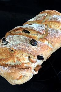 Pão caseiro de castanha-do-pará e uva-passa