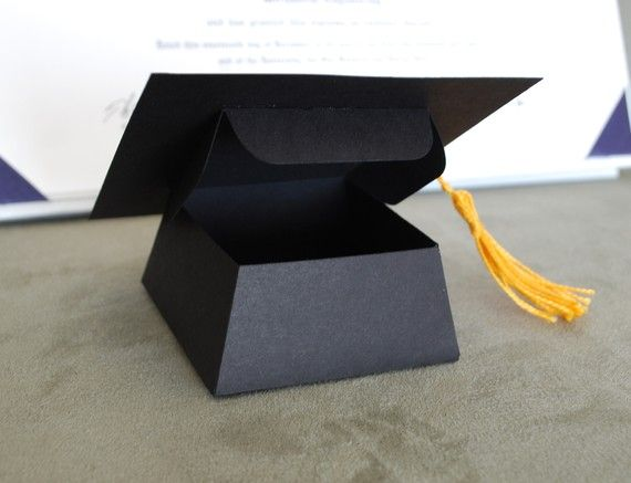 Graduation Hat Favor or Gift Box por PeadenScottDesigns en Etsy