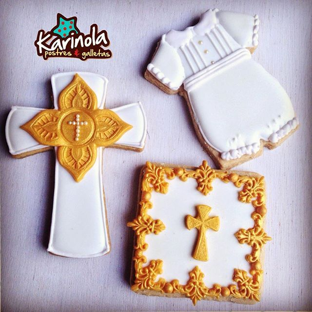 Las cookies del bautizo de José Raúl!  #sugarcookies #edibleart #customssugarcookies #cookiesforinstagram #instasweet #decoratedsugarcookies #foodart #seeettable #glacéicing #decoratedcustomcookies #cookielove #customcookies #biscoitosdecorados #bolachasdecoradas #galletasdecoradas #decoratedcookies #delish #comeme #merida #mexico #karinola #royalicing #ChristeningCookies #baptismcookies #galletasbautizo #primeracomunion #firstcommunioncookies