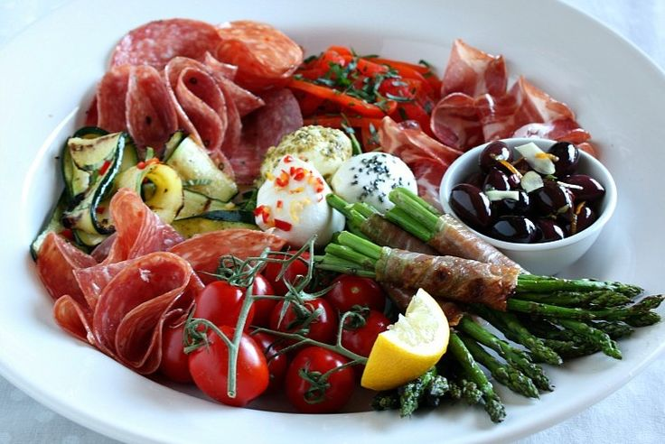 Kerstdiner op z'n Italiaans! Heerlijke courgettesoep, parmiggiano, rosbief en natuurlijk tiramisu. Lekkerste Italiaanse kerstrecepten op een rij!