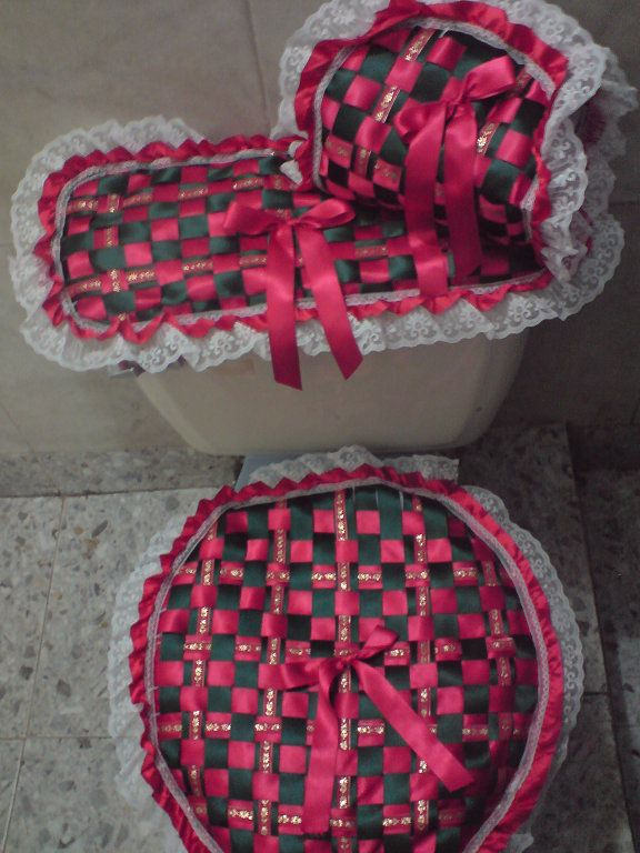 Juegos de baño tejidos con cinta y encaje | Aprender manualidades es facilisimo.com